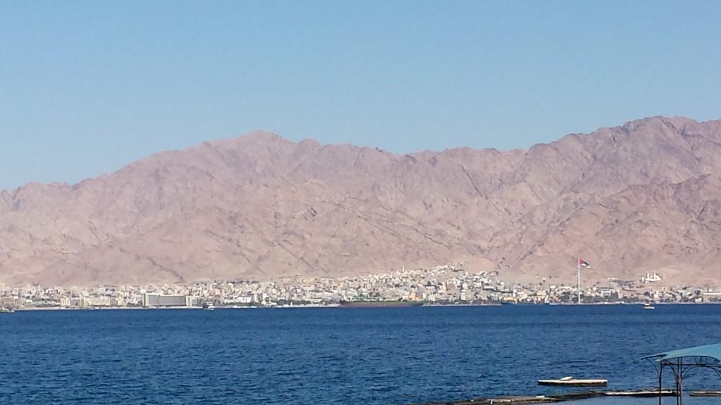 Blick von Eilat (Israel) auf Aqaba