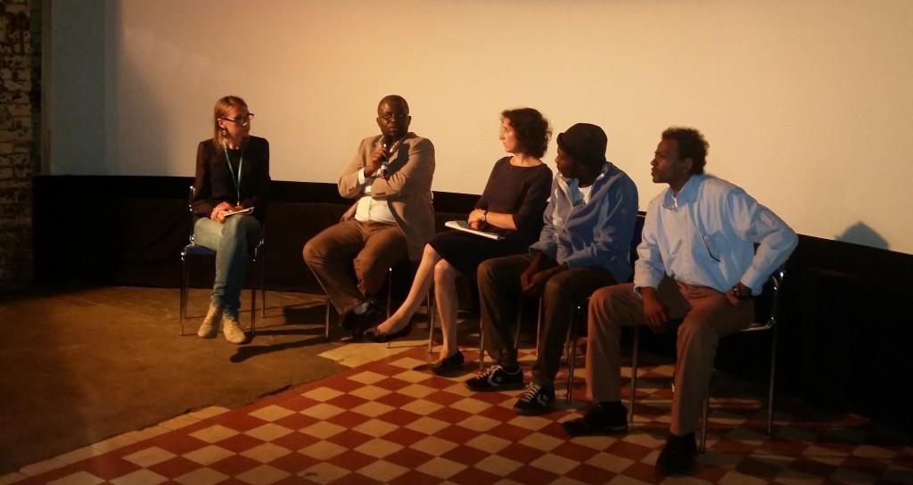 Die vier Gäste in der Diskussion mit Moderatorin Carolin Bannorth: v.l.n.r. Carolin Bannorth, Hervé Tcheumeleu, Sarah Reinke, Ahmad Hassan Arnau, Abbas Tharwat